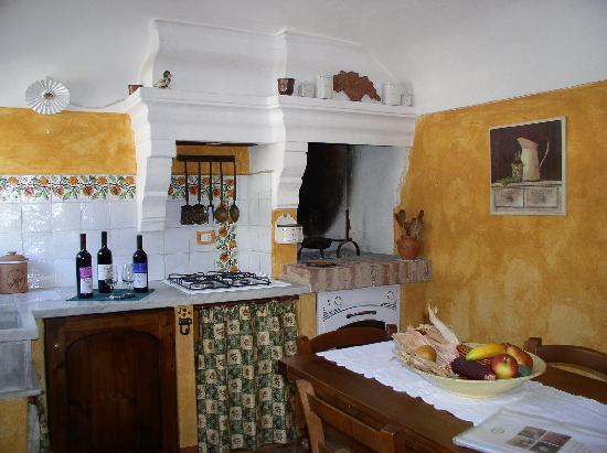 Cucina Melograno / Melograno kitchen - Picture of Ca\' San Sebastiano ...