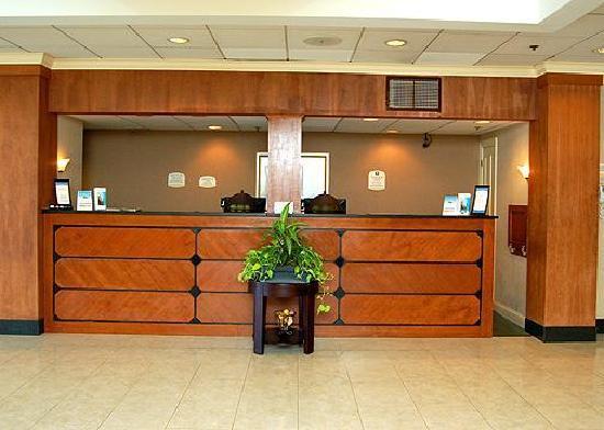 Randolph, MA: Front Desk