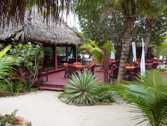 The Bonefish Grille at the Singing Sands Inn: Outside deck