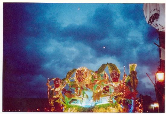 Acireale, إيطاليا: carros de carnaval