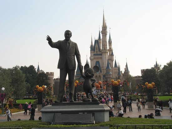 Tokyo Disneyland: The castle, Walt Disney and Halloween decorations