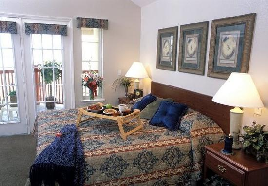 Grand Crowne Resort: Relaxing Bedroom