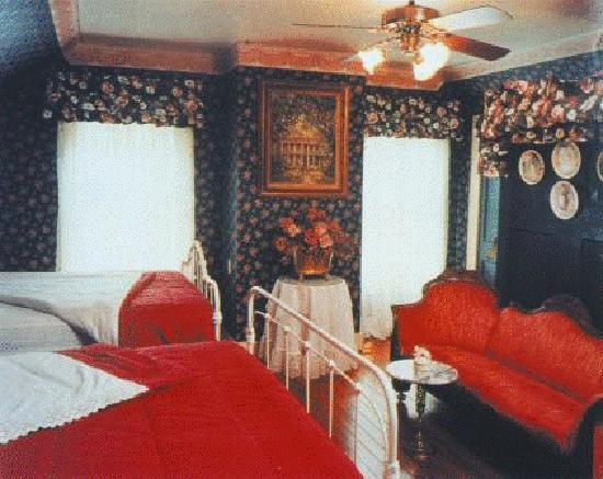 T'Frere's Bed & Breakfast: 1890 room