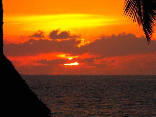 Hotel Krystal Puerto Vallarta: Sunset from the pool again