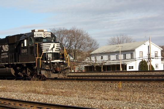Cresson, PA: A train rolls by the Inn