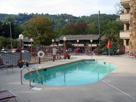 جونسونز إن: swimming pool