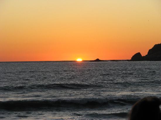 El Cid El Moro Beach Hotel: Sunset at dinner from La Concha