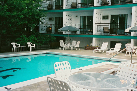 Schell Motel: swimming pool