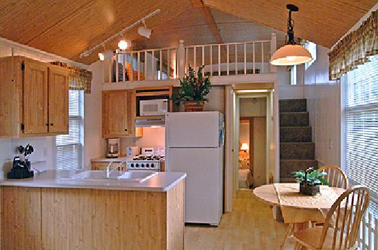 Cape Cod Campresort & Cabins: Cottage Interior