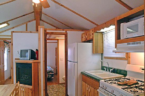Cape Cod Campresort & Cabins: Cabin Interior