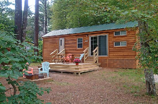 Cape Cod Campresort & Cabins : Cottage exterior