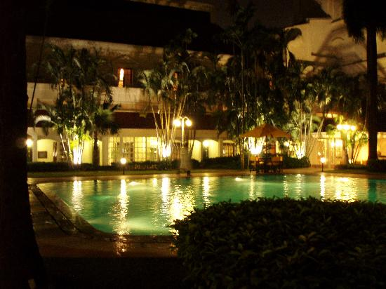 The Oberoi Grand: the pool at night