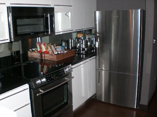 Metropole Apartments: Cucina