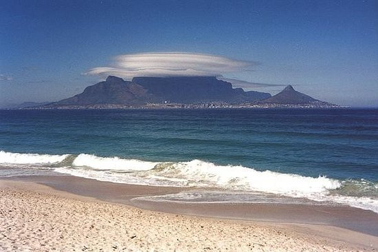 Bloubergstrand Beach: Tafelberg...Cape Town, Southafrica.