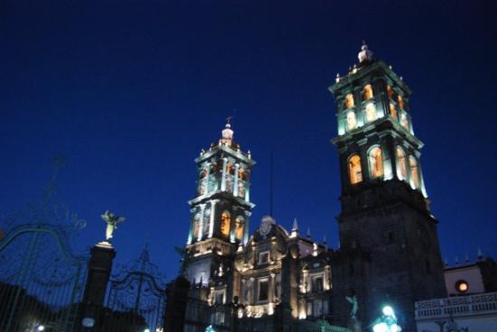 Catedral Basilica de Puebla : Puebla de noche