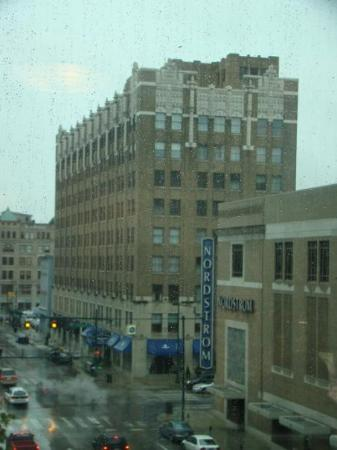 Hampton Inn Indianapolis Downtown Across from Circle Centre Photo