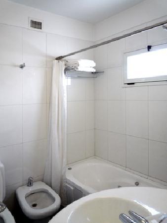 Art Suites: Room 9B - Bathroom