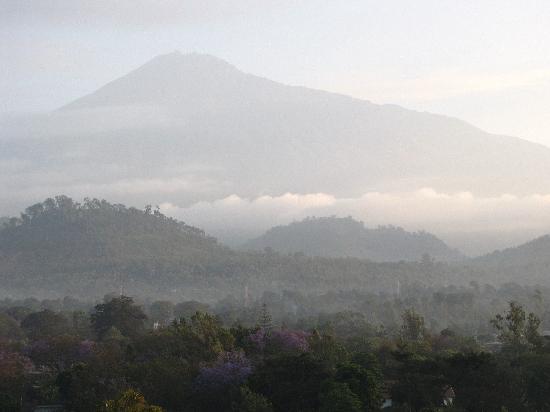 Impala Hotel: Mt Meru from the hotel.
