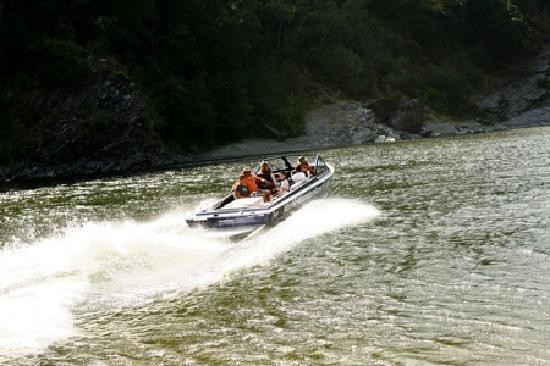 Marble Mountain Ranch - Family Guest Ranch: jet boat on the Lower Klamath