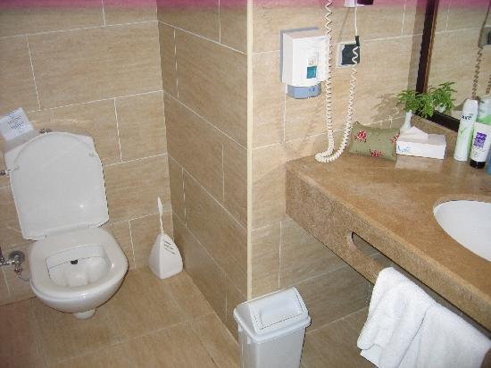 Jaz Lamaya Resort: Bathroom in my room