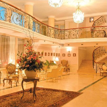 Vere Palace: Hall