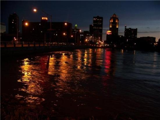 Flooding Des Moines river near peak at night.