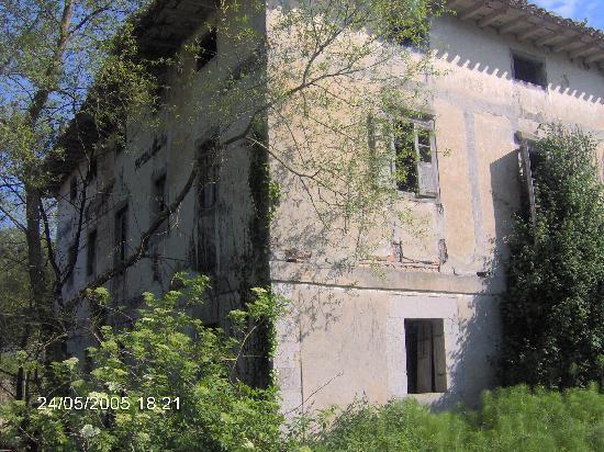 Cantabria, España: Molino abandonado en la ruta