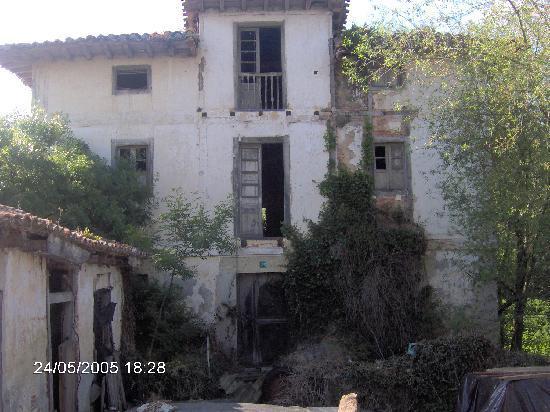 Kantabrien, Spanien: Casa abandonada en la ruta