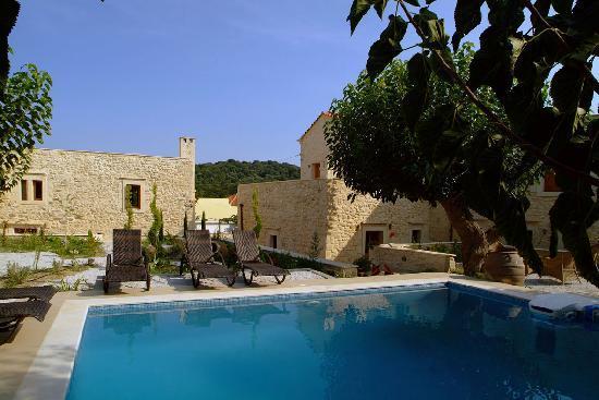 Arcus Suites: Pool - Garden View