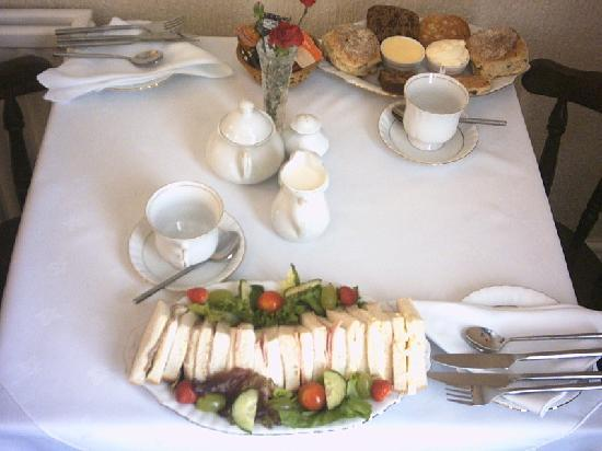 Holly House Guest House: Lovely Afternoon Tea