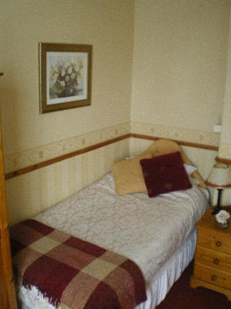 Holly House Guest House: Single Room