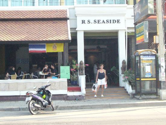 RS Sea Side Hotel: Front of hotel