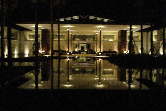 Alila Villas Uluwatu: night-time view of the resort