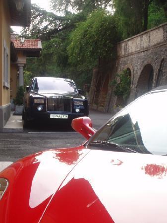 Hotel Villa del Sogno : Guarded parking