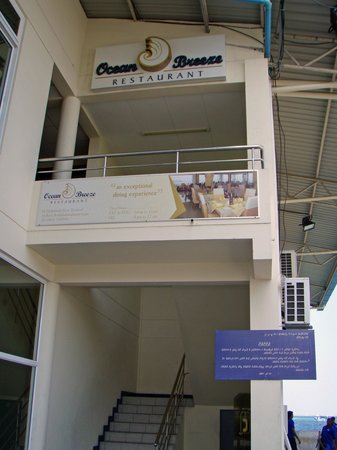 Ocean Breeze : Entrance of the restaurant; inside just as the picture on the sign