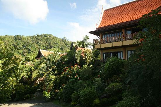 Karuna Meditation Center: Private houses at Nakatani village.JPG