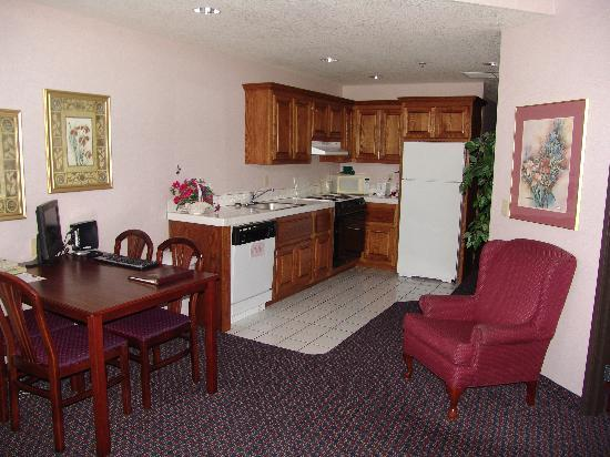 Comfort Suites of Corvallis: Spacious kitchens available!