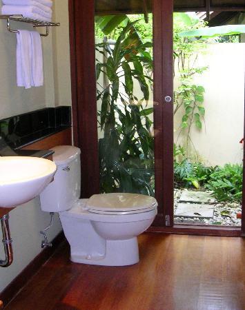 outdoor dusche indoordusche ist auch da picture of fisherman 39 s village resort phetchaburi. Black Bedroom Furniture Sets. Home Design Ideas