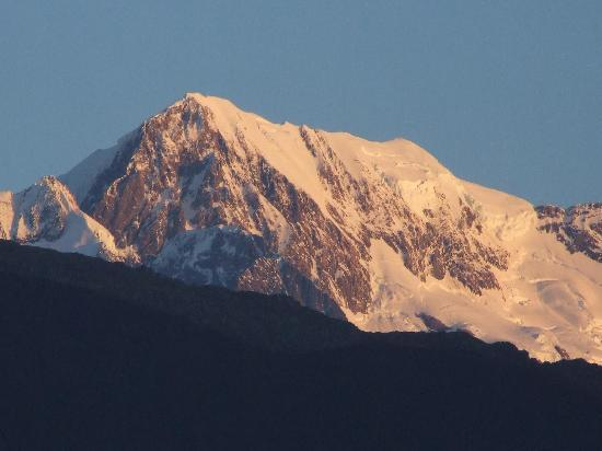 Ropatini's Homestay B & B: Sunset on Mount Cook