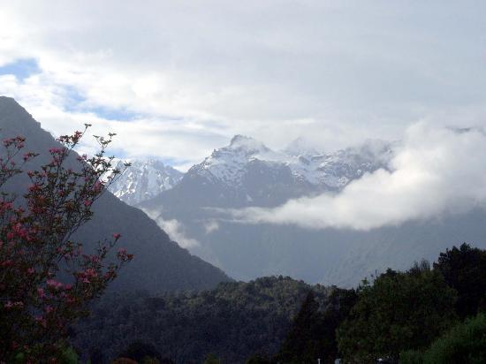 Ropatini's Homestay B & B: Mount Cook in the morning