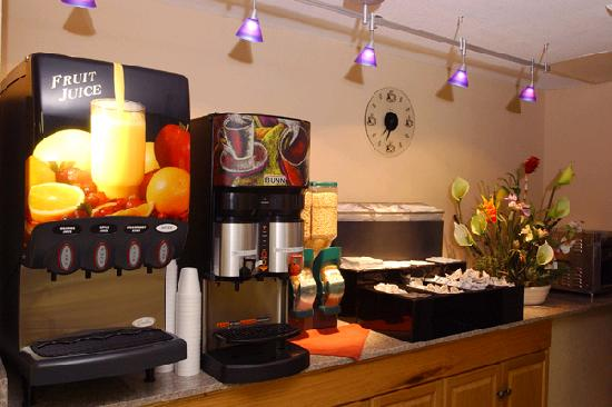 Emerald Palms Hotel and Conference Center: Breakfast Bar