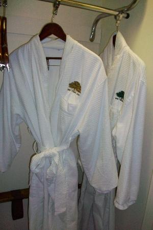 Big Tree Inn: I love a relaxing robe!