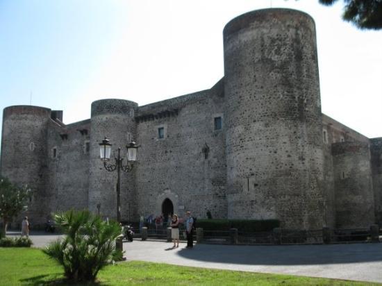 Museo Civico Castello Ursino : Castello Ursino XIII century.