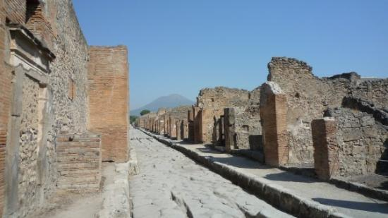 Pompeii And The Volcano That The Destroyed The City Year 79 AD