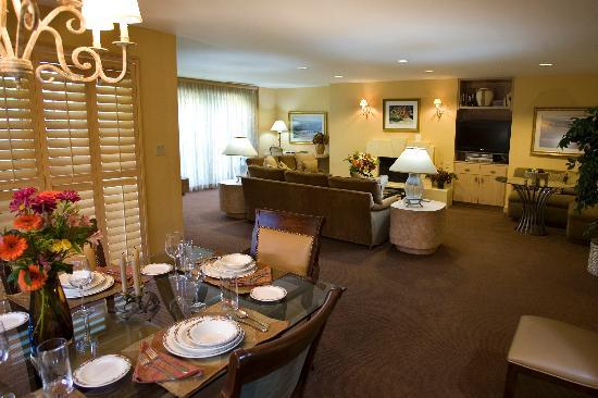 The Galatyn Lodge: Dining & Living Room