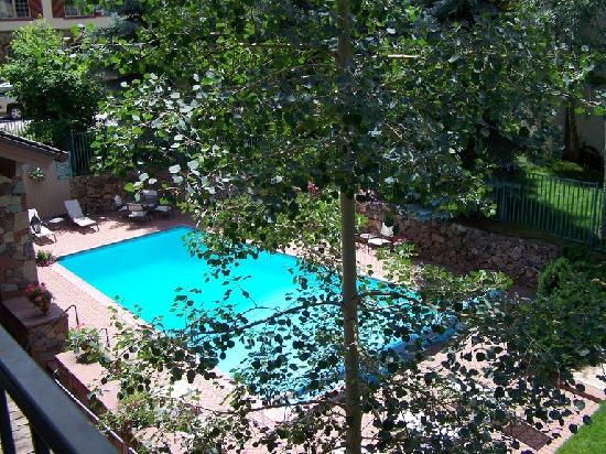 The Galatyn Lodge: Outdoor Heated Pool