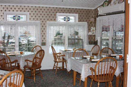 Carriage House at the Harbor: Dining Area