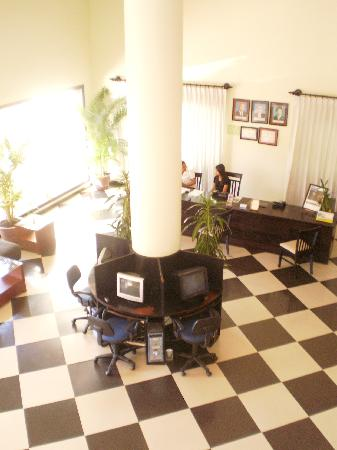 Angkor Panoramic Boutique Hotel: Lobby