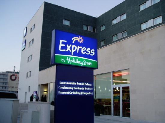 Holiday Inn Express Alcobendas: ホテル外観