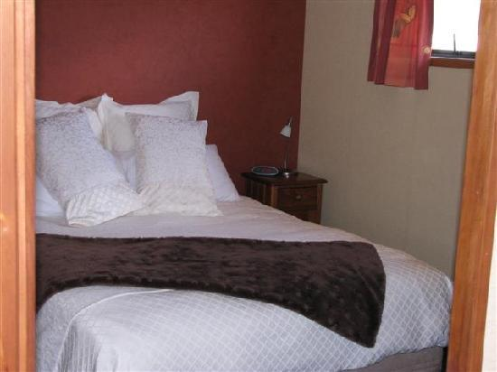 Birchwood Cottages: The main bedroom